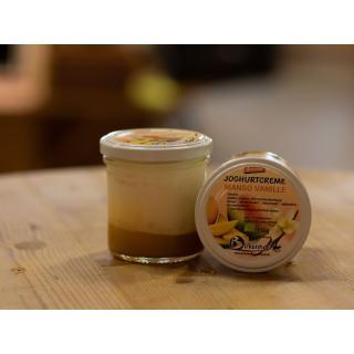 Joghurtcreme auf Frucht, Mango/Vanille